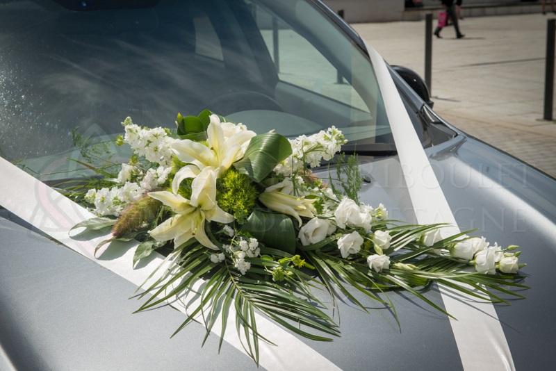 Composition de fleurs pour d cor de voiture mari s par - Prix decoration voiture mariage fleuriste ...
