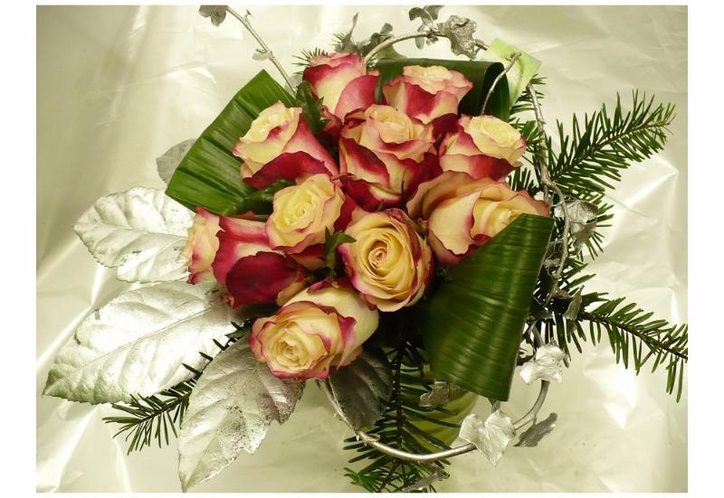 bouquet de roses no lis livraison sur lorient larmor larmor. Black Bedroom Furniture Sets. Home Design Ideas